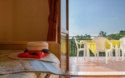 94. sogg:camera e balcone